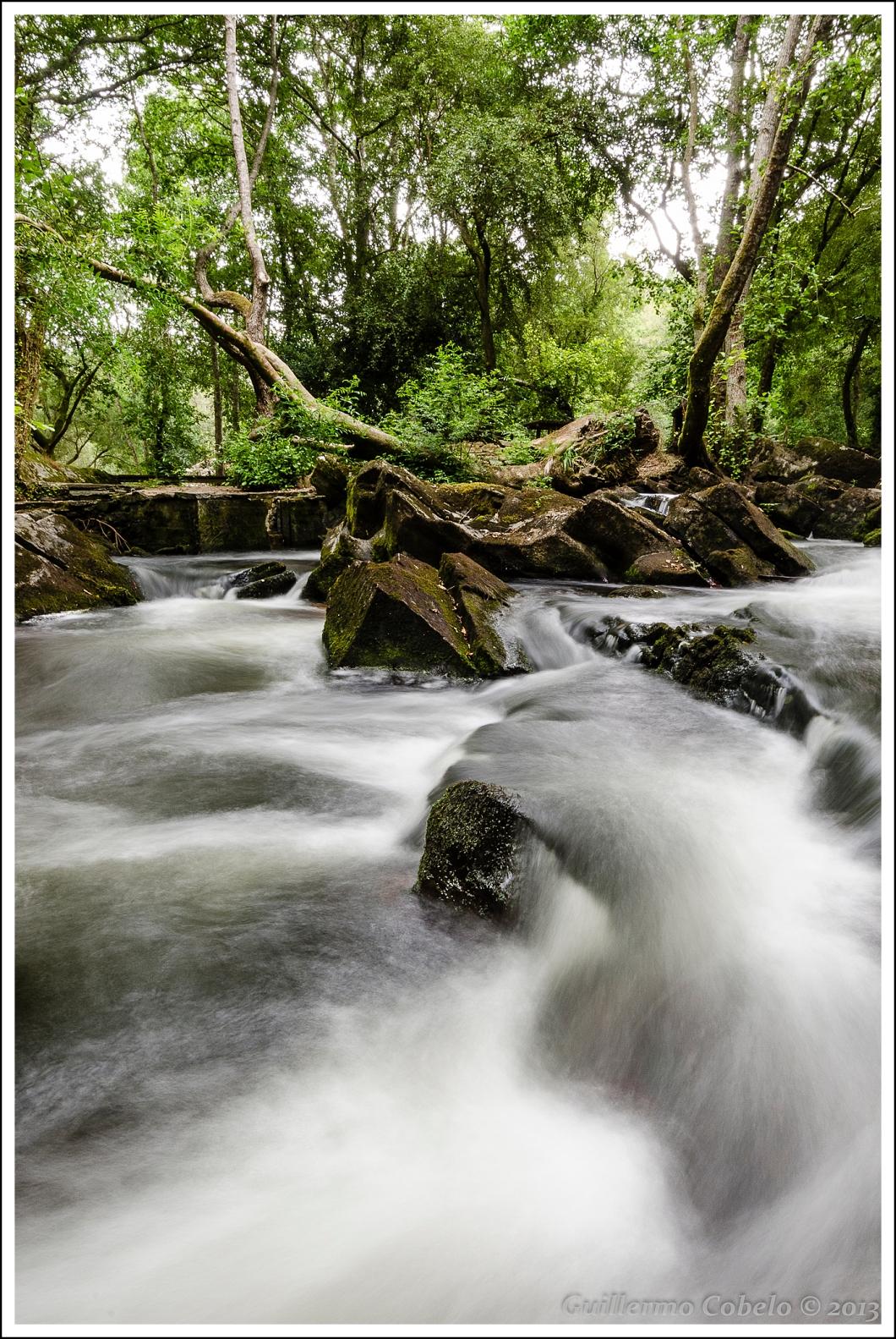 Río Anllons. Sitio en el que el hombre desvió el curso del río para aprovechar su fuerza en  los molinos.