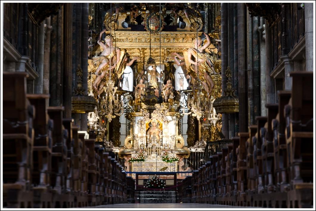Catedral de Santiago. ISO 100. f/5.6. 1 s. Apoyada en el suelo.