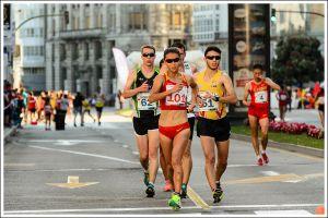 Vuelta tras vuelta, con el mismo ritmo machacón, irresistible incluso para muchos atletas masculinos.