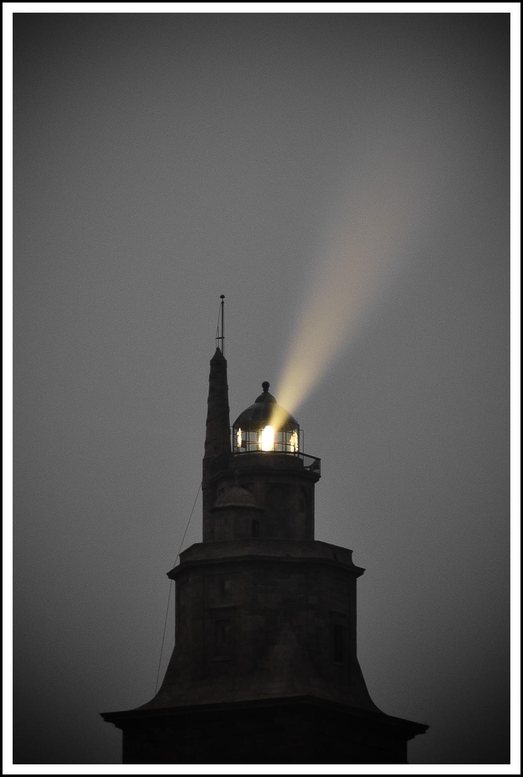 Torre de Hércules con luz-4.jpg
